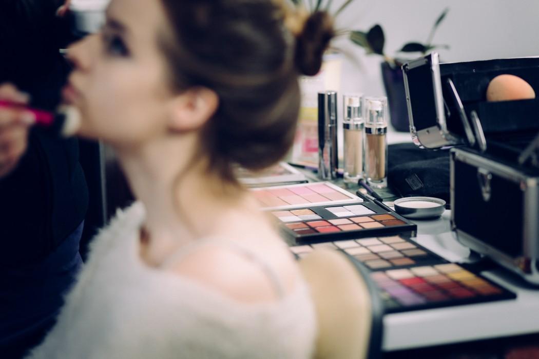 マイクロビースに揺れる美容業界